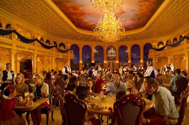 Disney World chuẩn bị khai trương nhà hàng mô phỏng lâu đài tráng lệ của Beauty and The Beast bản live action - Ảnh 2.