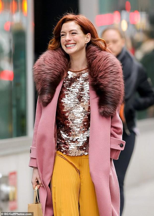 Từng gây sốt vì đẹp ná thở, mỹ nhân ngực khủng Anne Hathaway lộ gương mặt nhăn nheo đến mức khó lòng nhận ra - Ảnh 6.