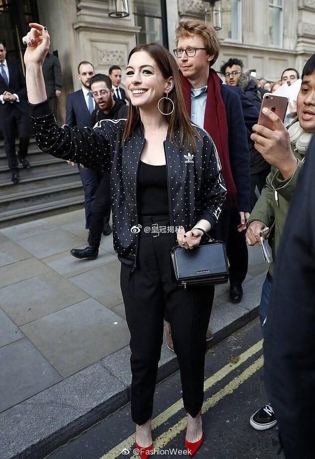 Từng gây sốt vì đẹp ná thở, mỹ nhân ngực khủng Anne Hathaway lộ gương mặt nhăn nheo đến mức khó lòng nhận ra - Ảnh 2.