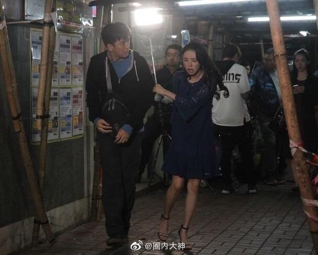 Á hậu lẳng lơ nhất Hong Kong Huỳnh Tâm Dĩnh sau scandal: Trốn biệt trong nhà, khóc lóc suy sụp tinh thần - Ảnh 6.