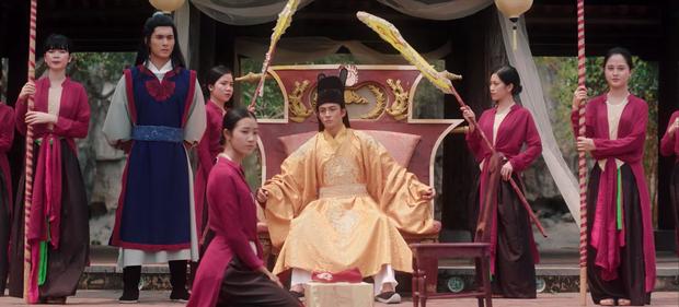 HOT: Chi Pu hoá thân cô Cám, kể chuyện tình tay 4 với nhiều ẩn khuất dằng xé trong MV Ballad cổ trang mới - Ảnh 3.