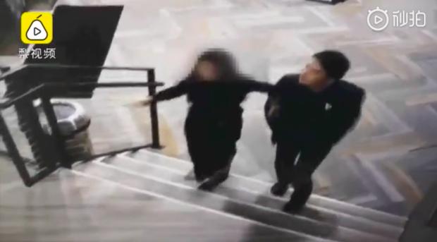 Lộ clip chồng tỷ phú của cô bé trà sữa tay trong tay cùng nạn nhân bị cưỡng hiếp về căn hộ - Ảnh 2.