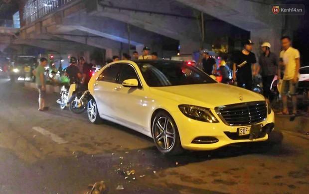 Nóng: Ô tô đâm liên hoàn trên đường phố Hà Nội, ít nhất 1 công nhân môi trường tử vong - Ảnh 5.