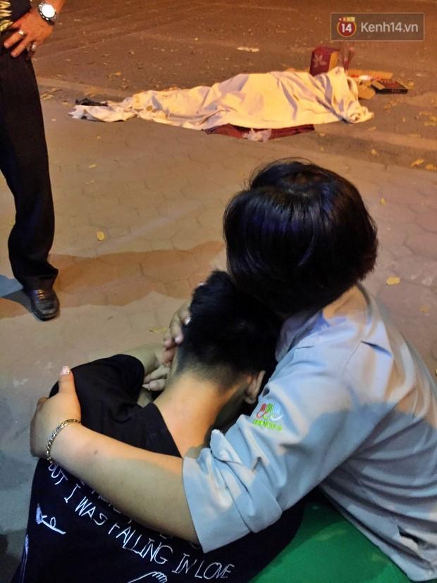 Nóng: Ô tô đâm liên hoàn trên đường phố Hà Nội, ít nhất 1 công nhân môi trường tử vong - Ảnh 7.