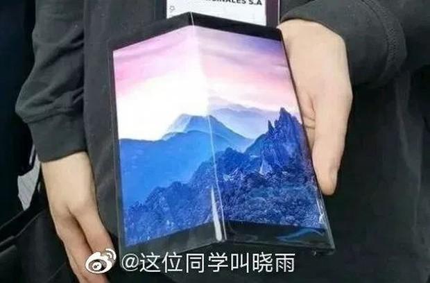 Smartphone màn hình gập giá rẻ của Huawei lộ ảnh thực tế, giống Mate X nhưng viền dày hơn - Ảnh 2.