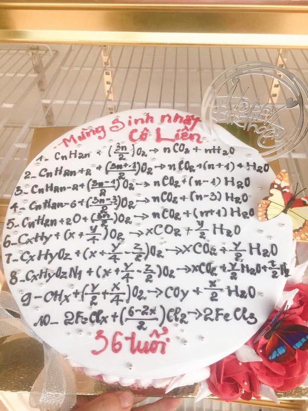 Những chiếc bánh sinh nhật chứa cả bầu trời kiến thức khiến thợ làm bánh chỉ muốn tàu hoả nhập ma - Ảnh 1.