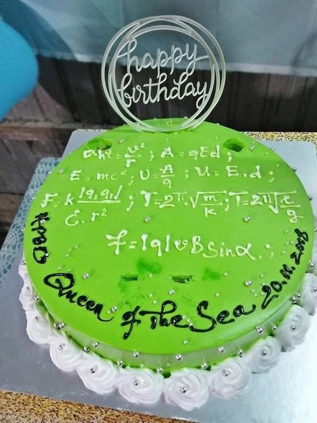 Những chiếc bánh sinh nhật chứa cả bầu trời kiến thức khiến thợ làm bánh chỉ muốn tàu hoả nhập ma - Ảnh 2.