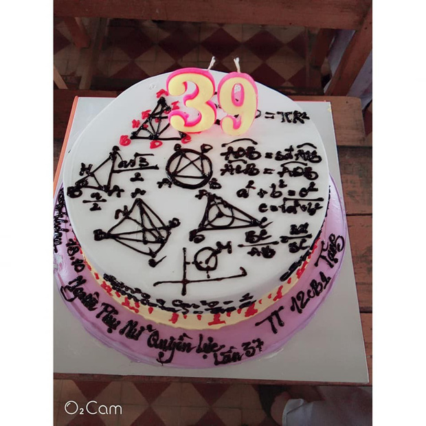 Những chiếc bánh sinh nhật chứa cả bầu trời kiến thức khiến thợ làm bánh chỉ muốn tàu hoả nhập ma - Ảnh 7.