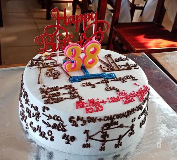 Những chiếc bánh sinh nhật chứa cả bầu trời kiến thức khiến thợ làm bánh chỉ muốn tàu hoả nhập ma - Ảnh 8.
