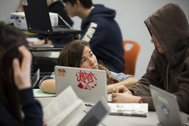 Ông chủ Facebook vung triệu đô đi dạy học: Bị tẩy chay vì biến học sinh thành zombie vô hồn - Ảnh 1.
