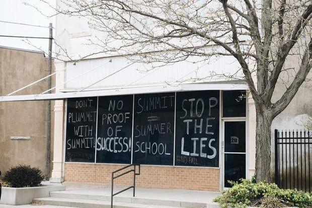 Ông chủ Facebook vung triệu đô đi dạy học: Bị tẩy chay vì biến học sinh thành zombie vô hồn - Ảnh 2.