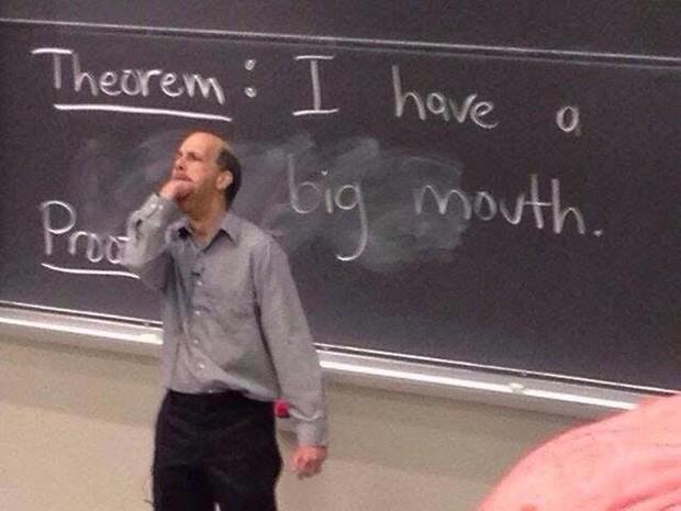 Những thầy cô giáo tận tâm, hài hước nhưng vẫn đủ quái chiêu khiến học sinh sợ tái mào - Ảnh 14.