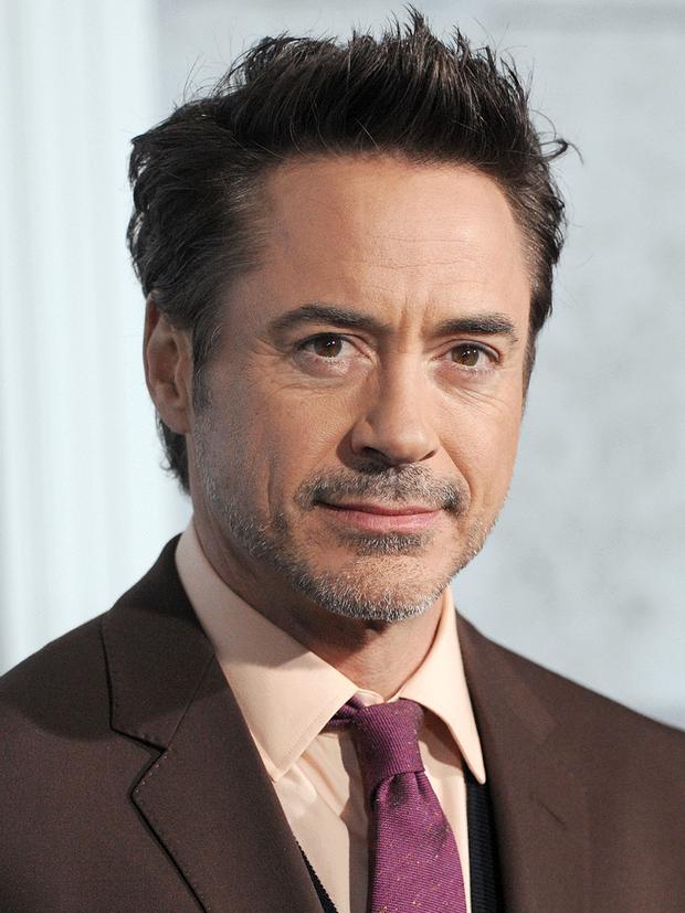 Ngỡ ngàng đời tư dàn sao Avengers: Endgame: Iron Man và Thanos tù tội, Captain có sở thích... sờ vòng 1 - Ảnh 1.