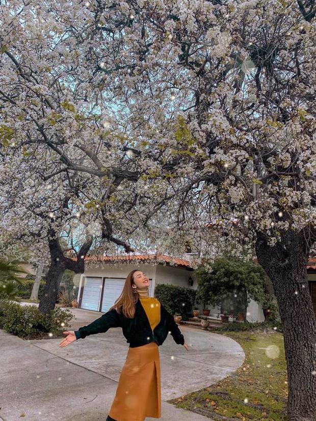 Nhìn loạt ảnh du lịch như ở thế giới khác của Minh Hằng, ai cũng phải thốt lên: Cô gái vàng của làng ghép mây trời đây rồi!  - Ảnh 1.