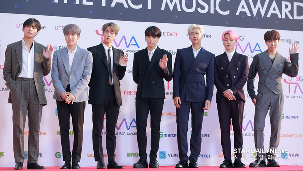 Thảm đỏ hội tụ gần 80 idol cực phẩm: Mỹ nhân TWICE té ngã sấp mặt, Joy sexy đến mức chiếm spotlight của cả BTS - Ảnh 8.