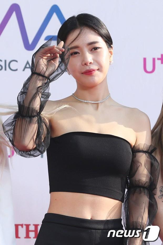 Thảm đỏ hội tụ gần 80 idol cực phẩm: Mỹ nhân TWICE té ngã sấp mặt, Joy sexy đến mức chiếm spotlight của cả BTS - Ảnh 33.