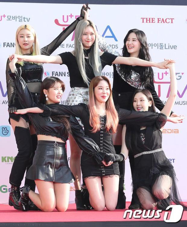Thảm đỏ hội tụ gần 80 idol cực phẩm: Mỹ nhân TWICE té ngã sấp mặt, Joy sexy đến mức chiếm spotlight của cả BTS - Ảnh 32.