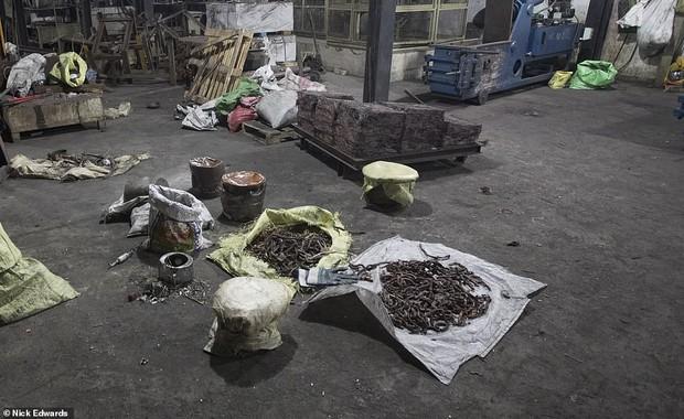 Bên trong nhà máy chế bom mẹ của quỷ Satan của khủng bố ở Sri Lanka - Ảnh 1.