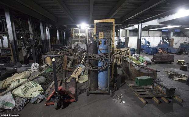Bên trong nhà máy chế bom mẹ của quỷ Satan của khủng bố ở Sri Lanka - Ảnh 2.