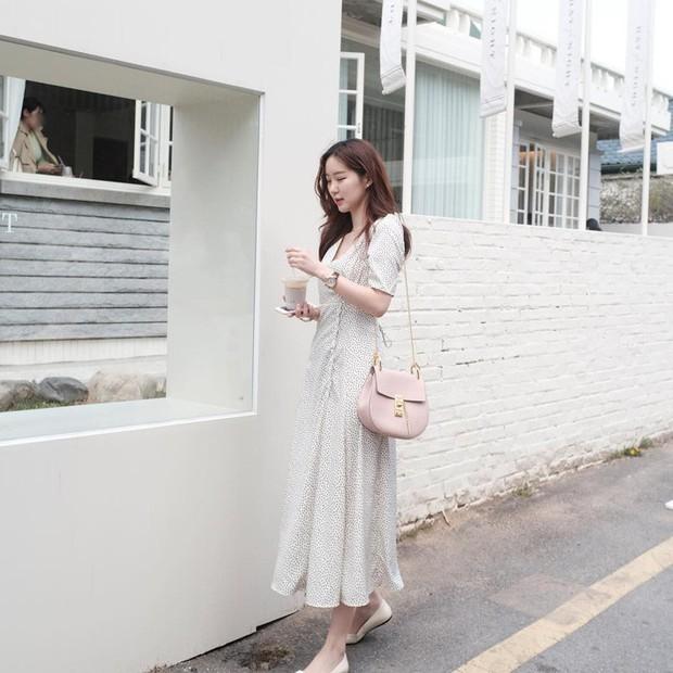 Tiện một công ngắm 15 set đồ từ street style Châu Á, các nàng lên luôn được danh sách các món cần sắm hè này - Ảnh 11.