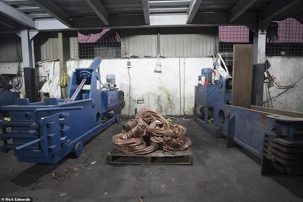 Bên trong nhà máy chế bom mẹ của quỷ Satan của khủng bố ở Sri Lanka - Ảnh 3.