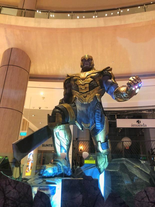 Mừng cuộc chiến kinh điển Endgame đổ bộ, cả thế giới đầu tư chơi lớn bằng pháo hoa đến mô hình cực khủng - Ảnh 2.