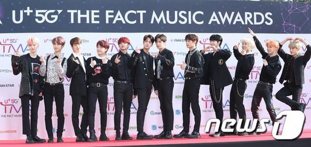 Thảm đỏ hội tụ gần 80 idol cực phẩm: Mỹ nhân TWICE té ngã sấp mặt, Joy sexy đến mức chiếm spotlight của cả BTS - Ảnh 40.