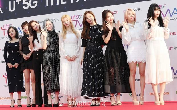 Thảm đỏ hội tụ gần 80 idol cực phẩm: Mỹ nhân TWICE té ngã sấp mặt, Joy sexy đến mức chiếm spotlight của cả BTS - Ảnh 25.