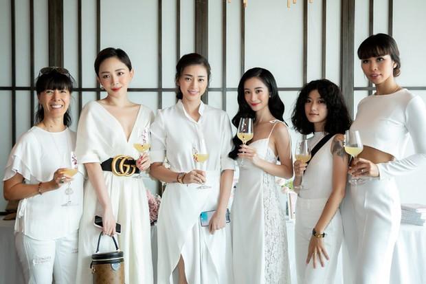 Hà Tăng diện sắc trắng nền nã, rạng rỡ hội ngộ Ngô Thanh Vân, Đông Nhi cùng dàn mỹ nhân Vbiz - Ảnh 9.