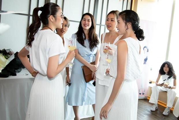Hà Tăng diện sắc trắng nền nã, rạng rỡ hội ngộ Ngô Thanh Vân, Đông Nhi cùng dàn mỹ nhân Vbiz - Ảnh 10.