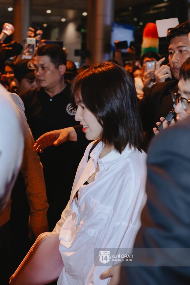 Nữ thần Irene khoe nhan sắc đời thực cực phẩm, Red Velvet và Weki Meki vỡ òa trước biển fan tại sân bay Tân Sơn Nhất - Ảnh 5.