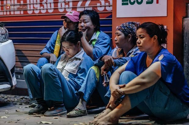 Sự ra đi của nữ công nhân môi trường và nỗi ám ảnh người ở lại: Những phận đời phu rác bám đường phố Hà Nội mưu sinh - Ảnh 13.