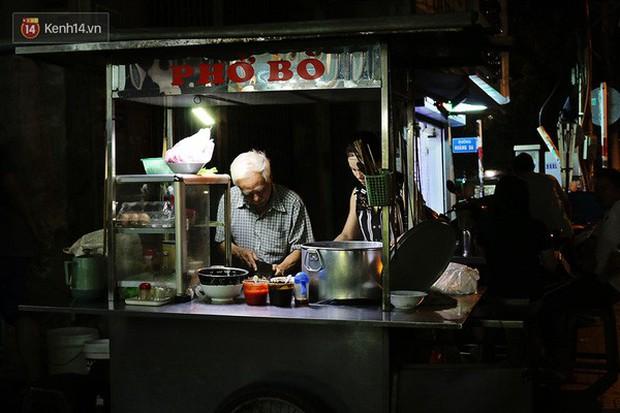 Điểm danh những món ăn nổi tiếng dưới 30k gắn liền với các địa điểm ở Sài Gòn - Ảnh 13.