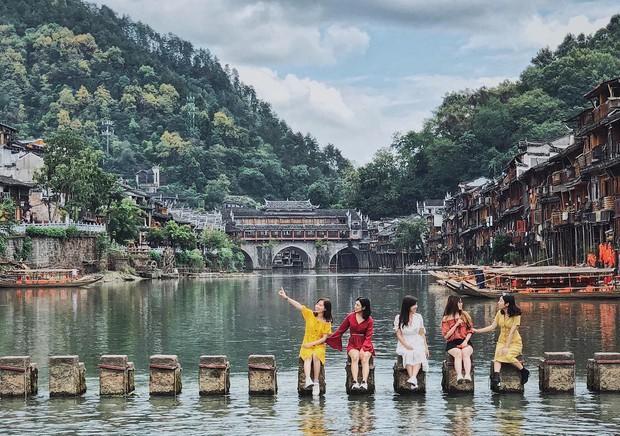 """Chẳng cần tốn tiền đi Trung Quốc, ngay tại Thái Lan cũng có """"Phượng Hoàng Cổ Trấn"""" đẹp không thua kém bản gốc - Ảnh 1."""