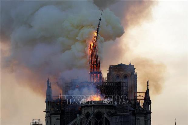 Vụ cháy Nhà thờ Đức Bà: Hệ thống chuông điện có thể là nguyên nhân - Ảnh 1.