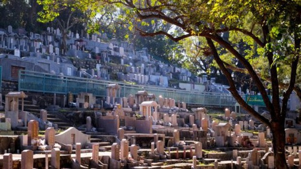 Hong Kong: Đất để chôn cất người chết đắt đỏ hơn cho người sống - Ảnh 1.