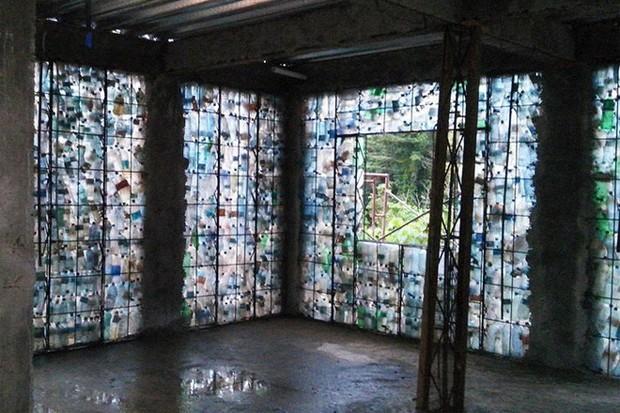 Chiêm ngưỡng ngôi làng độc đáo ở Panama, nơi nhà cửa được làm từ 1 triệu chai nhựa - Ảnh 7.