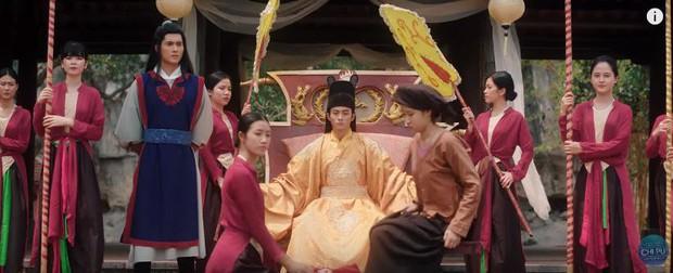 Bắt gặp 3 thuyết âm mưu trong MV Anh Ơi Ở Lại: Chi Pu chơi lớn mời Lisa (Black Pink) làm cameo? - Ảnh 10.