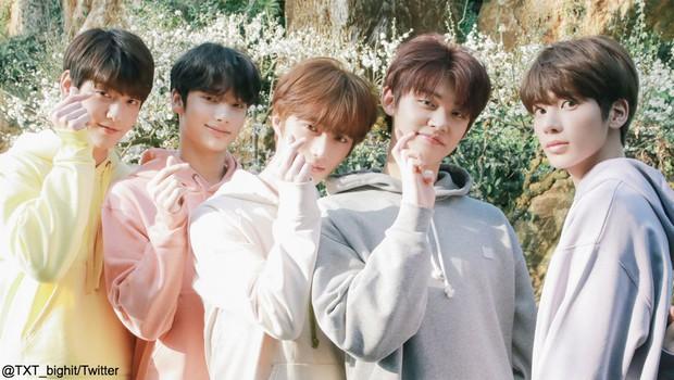 6 màn kết hợp trong mơ tại AAA 2019: Bạn thích Kang Daniel và Jihyo (TWICE) hay màn hữu nghị Việt - Hàn giữa Bích Phương và Chungha hơn? - Ảnh 5.