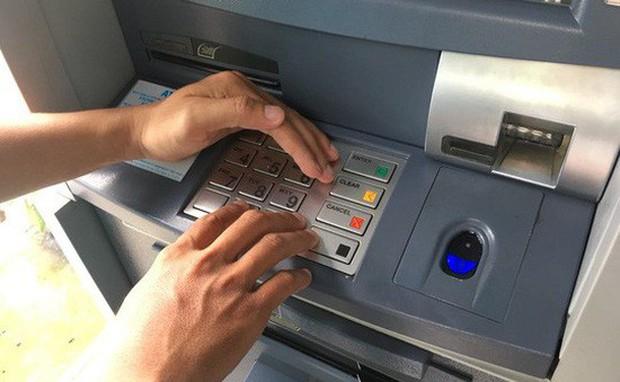 TP.HCM: Ngân hàng chuyển nhầm 5 tỷ đồng vào tài khoản, thanh niên 19 tuổi âm thầm rút hơn 1 tỷ tiêu xài - Ảnh 1.