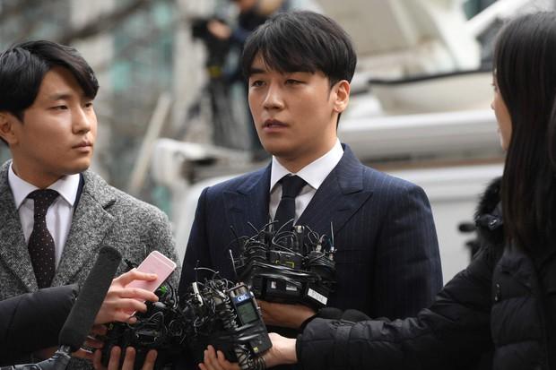 Seungri biến YG thành công ty bê bối nhất hiện nay: Cảnh sát tuyên bố điều tra YG về bê bối mại dâm và đây là lý do - Ảnh 1.