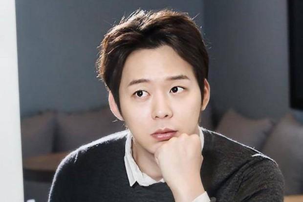 Mặc tâm bão, fan Trung Quốc kiên cường bảo vệ Yoochun, chỉ trích C-JeS bỏ rơi nghệ sĩ lúc khó khăn - Ảnh 1.