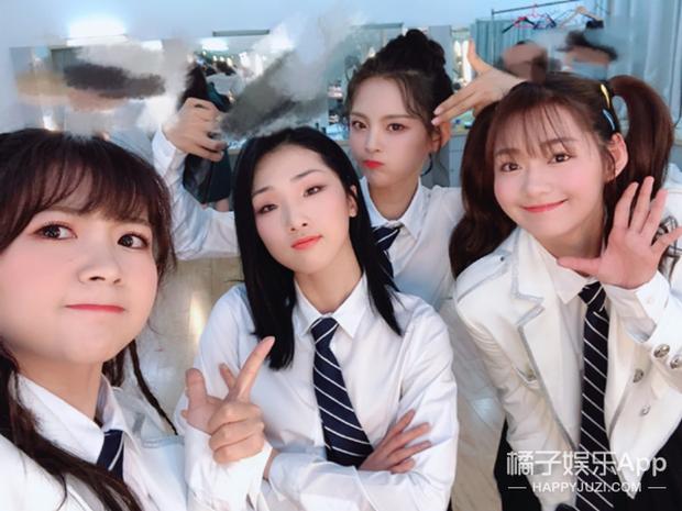 Đăng ảnh selfie, thành viên nhóm nhạc nữ idol hàng đầu Trung Quốc vô tình lộ cảnh nóng của đồng đội - Ảnh 10.