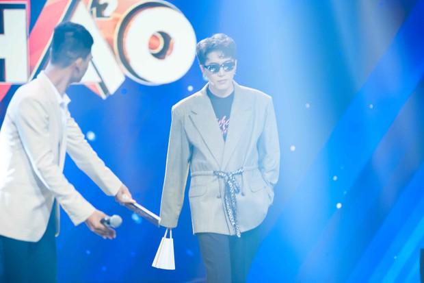 Châu Đăng Khoa bắt MC gameshow giới thiệu căng đét về độ đẹp trai mới chịu xuất hiện - Ảnh 5.