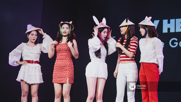 Red Velvet và Weki Meki sexy khó cưỡng, Jeong Sewoon như lãng tử bên dàn sao Vpop tại show âm nhạc Hàn - Việt - Ảnh 4.