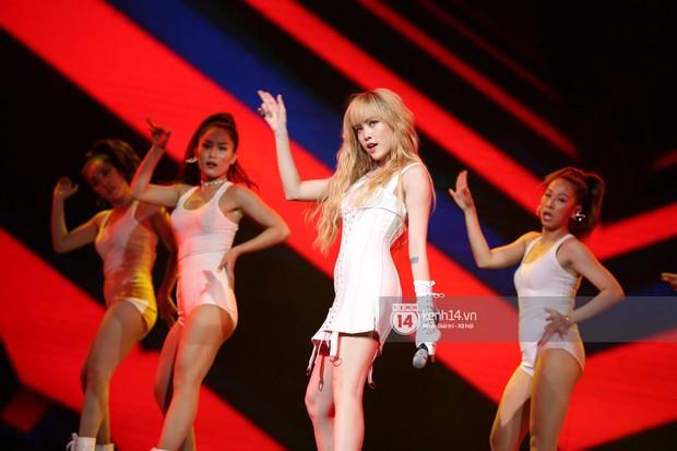 Red Velvet và Weki Meki sexy khó cưỡng, Jeong Sewoon như lãng tử bên dàn sao Vpop tại show âm nhạc Hàn - Việt - Ảnh 13.