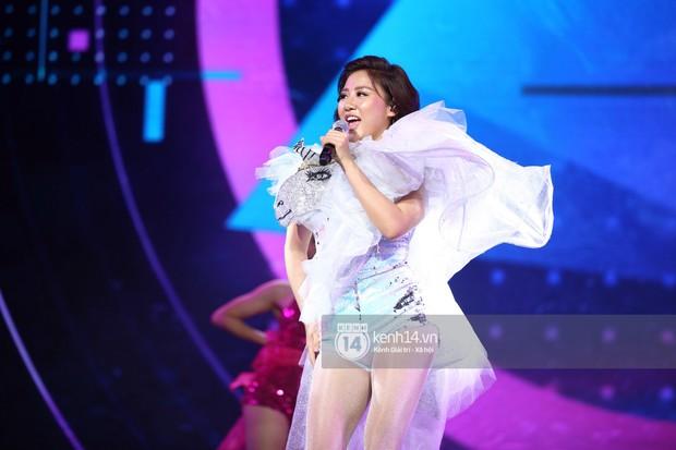 Red Velvet và Weki Meki sexy khó cưỡng, Jeong Sewoon như lãng tử bên dàn sao Vpop tại show âm nhạc Hàn - Việt - Ảnh 16.