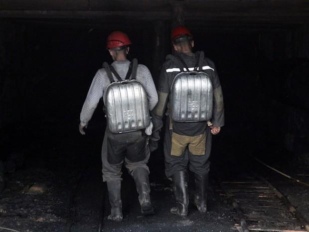 Sập hầm mỏ ở Lugansk: 2 người chết, 15 người mất tích - Ảnh 1.