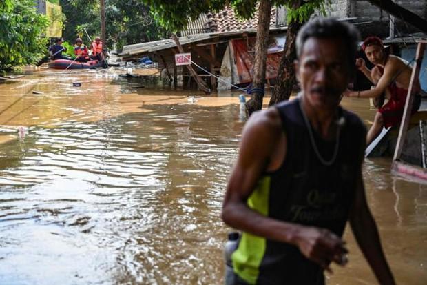 Lũ lụt tại Indonesia khiến hàng trăm người dân phải sơ tán - Ảnh 1.