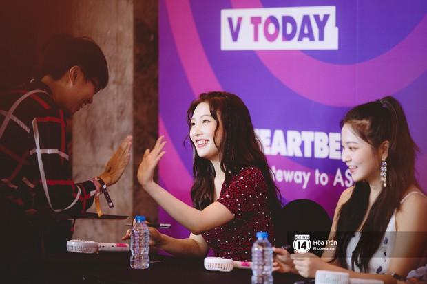 Fansign Red Velvet và dàn idol Kpop tại Sài Gòn: Nữ thần Irene xinh câm nín nhưng vẫn bị mỹ nhân này chiếm sóng - Ảnh 7.